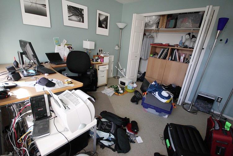 Home office bagunçado